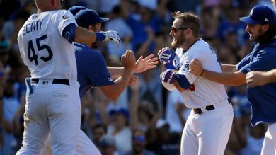 Muncy's walk-off 2-run double sends Dodgers past Pads 11-10