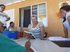 En el Día de las Madres: La patrona de las almas extraviadas de East L.A. dona ataúdes a familias que no pueden pagarlos