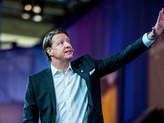 Verizon Replaces Lowell McAdam as Chief Executive