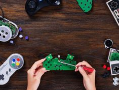 This $20 DIY kit makes your NES, SNES or Mega Drive controller wireless