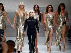 Michael Kors Nears Versace Purchase in Challenge to European Luxury Groups