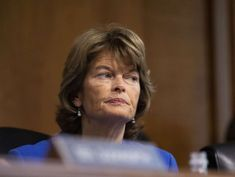 On Kavanaugh allegations, Murkowski sends message to GOP: 'Take them seriously'