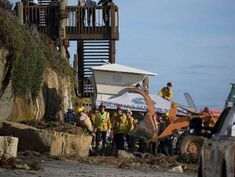 3 killed after bluff collapses onto beachgoers