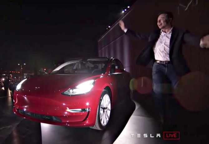 Tesla stock goes through twists and turns as analysts focus on Model 3 car outlook