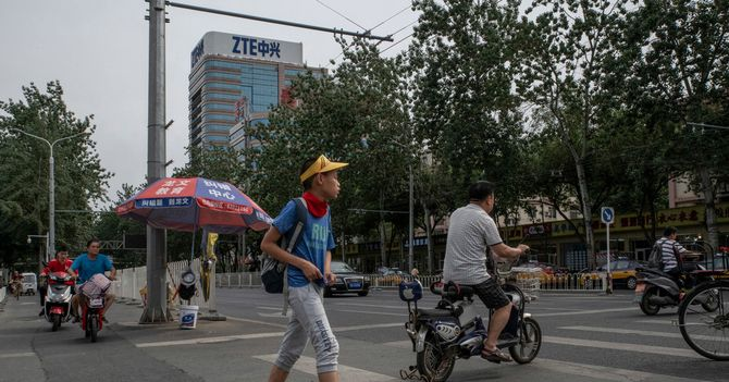 ZTE's Shares Plunge as Deal With Trump Comes Under Threat