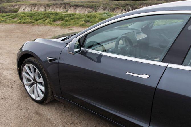 Tesla adds autonomous parking mode to Model 3