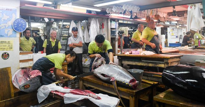 As Tokyo Fish Market Closes, Sellers and Customers Honor an Era of Grime