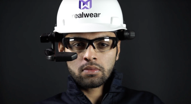 High-Res-worker-hero-shot-straight-ahead-with-RealWear-HMT-1-630x343.png