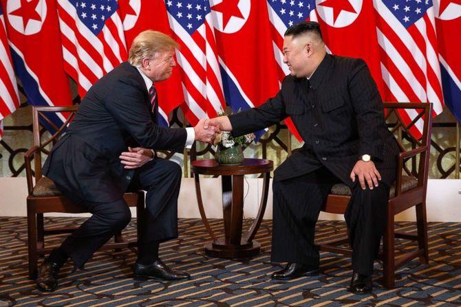 trump-kim-summit-02-ap-jef-190227_hpEmbed_2_3x2_992.jpg