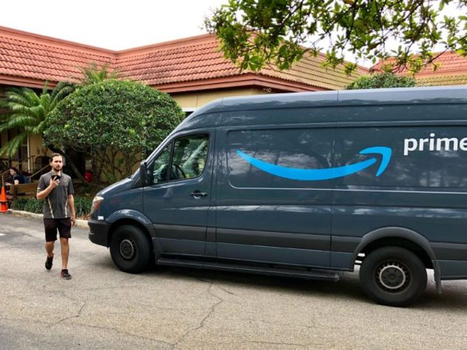 Amazon offers its employees funding to quit and start their own package delivery companies