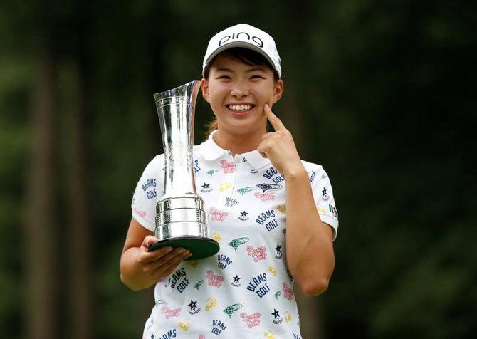 'Smiling Cinderella' Shibuno claims stunning Women's British Open triumph